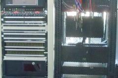 Vista-frontal-de-racks-de-audioy-video-y-de-IT-748x748-1
